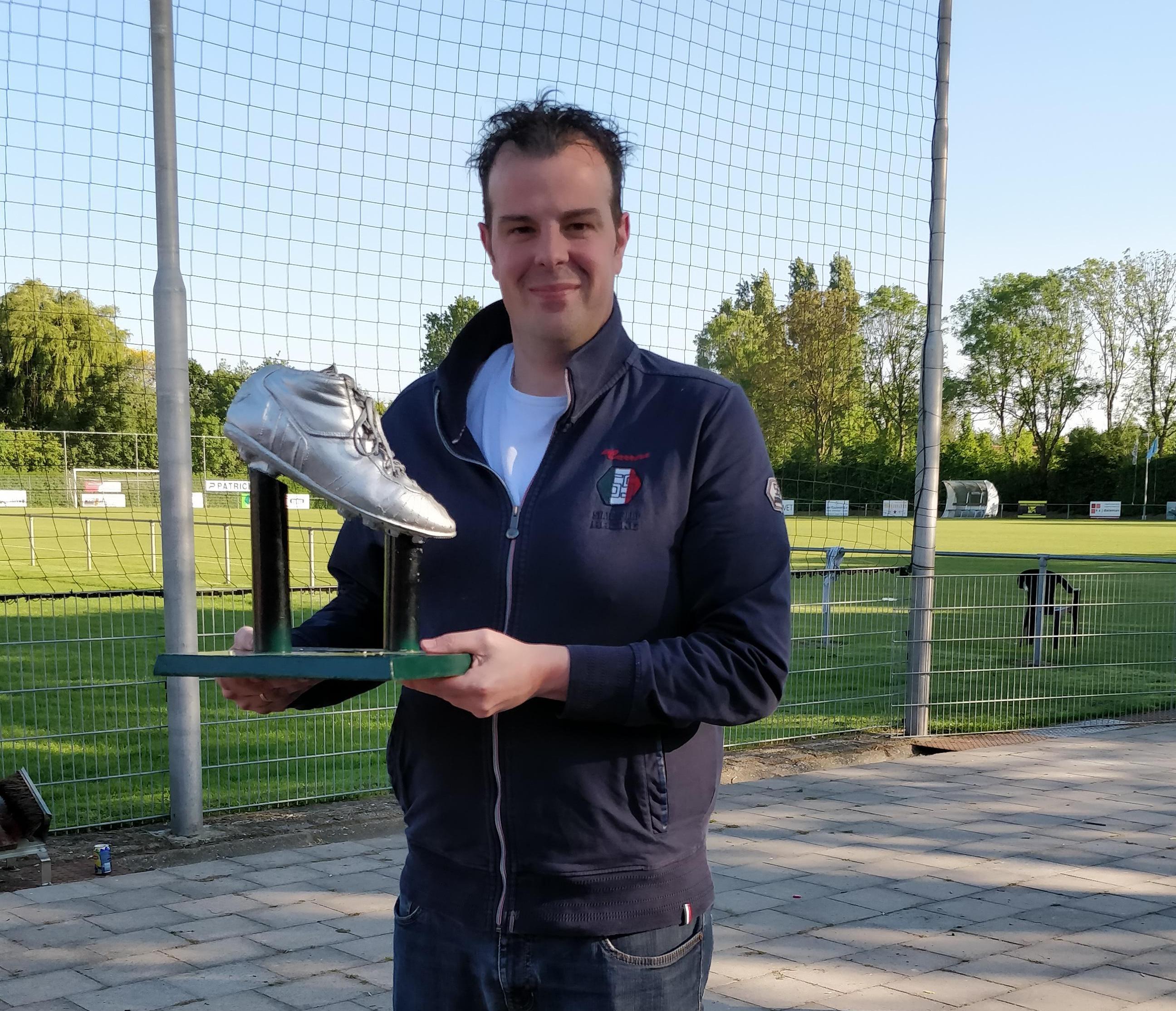 Mark de Bruijne onderscheiden met Zilveren Schoen